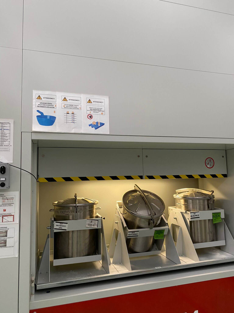 ICAM Online En | SILO² VLM with 2 opposite access openings to serve both the Production process and the Packaging area for Tecnoblend