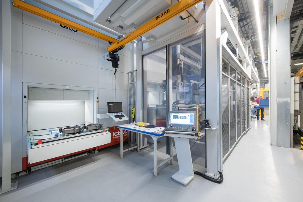 ICAM | Isola robotizzata per asservimento del centro di tornitura e fresatura CNC per Bredel