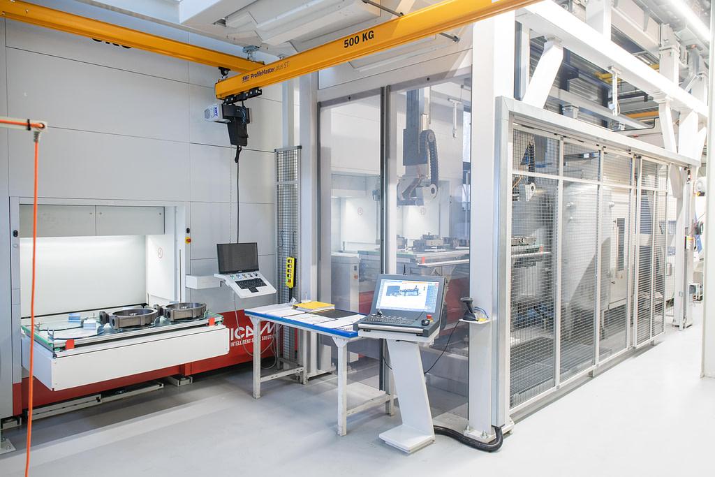 ICAM Online En | Bredel, robotic island to serve the CNC center, 24/7, in the plant of Delden, Netherland